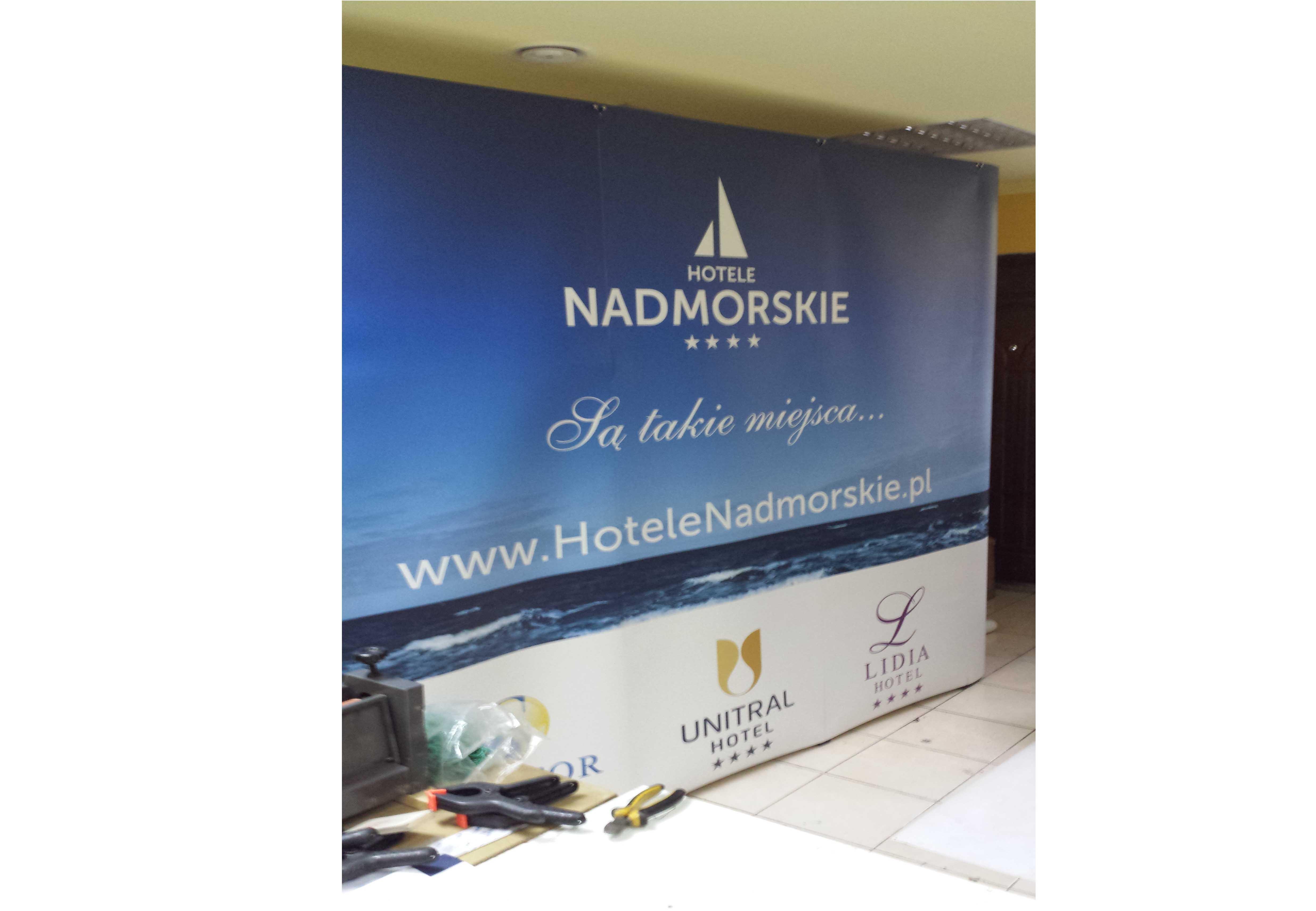 ścianka reklamowa łukowa